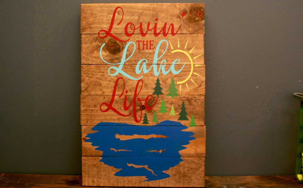 Wood sign that says lovin lake life