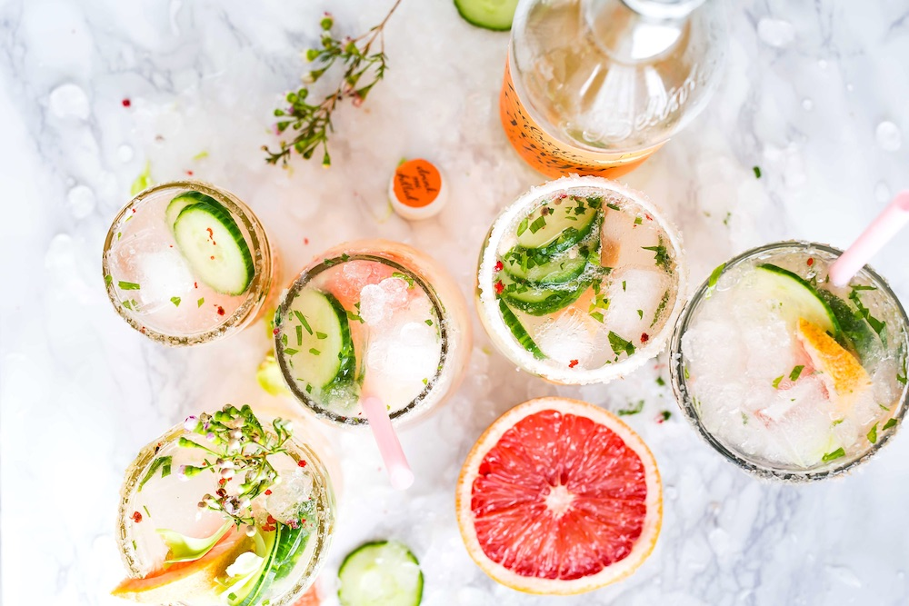 Mocktails with sparkling water and grapefruit
